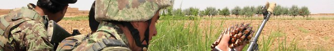 Afghanische Sicherheitskräfte kämpfen in der Provinz Helmand gegen die Taliban.