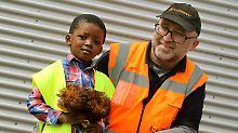 Müllmann wird zum Held: Vierjähriger stürzt aus Fenster