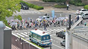 Keine Entschuldigung im Gepäck: Demonstranten empfangen Obama in Hiroshima