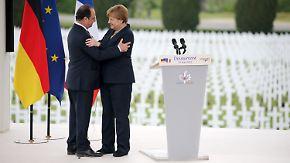 Hundertjähriges Jubiläum von Verdun: Merkel und Hollande gedenken der Opfer des ersten Weltkriegs