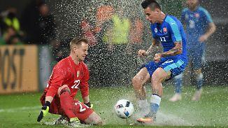 Wasserschlacht von Augsburg: Platzregen verdirbt DFB-Stars die Show