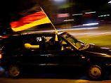 Feiern ohne Bußgeld: Wer während der EMmit dem Auto nach Frankreich fährt, muss beachten, dass dort zum Teil andere Verkehrsregeln gelten.