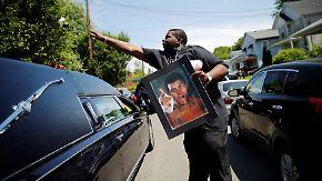 Trauerzug durch Louisville: Muhammad Ali tritt seine letzte Reise an