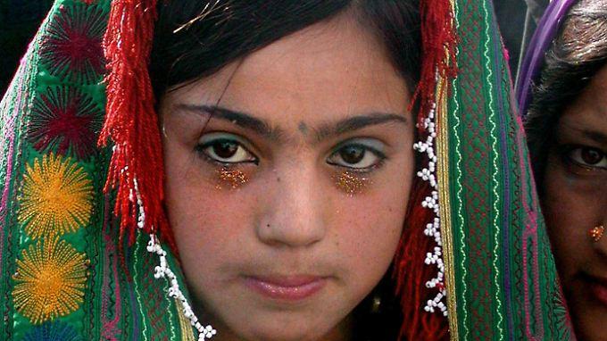Eine Kinderbraut in Afghanistan: Dort werden Mädchen teilweise schon im Alter von 10 Jahren verheiratet.