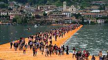 """Wasserwandeln auf dem See: Christos """"Floating Piers"""" in Italien eröffnet"""
