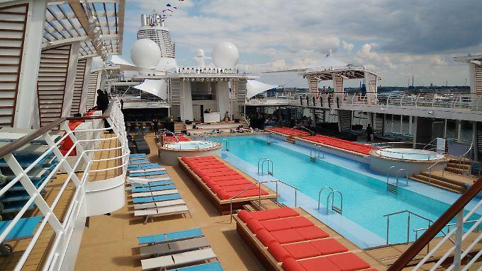 """Das neue Schiff von """"Tui Cruises"""" hat einen extra großen Pool."""