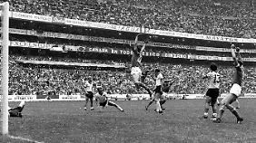 Boninsegna bejubelt seinen Treffer gegen Deutschland.