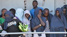 An nur einem Tag: Einsatzkräfte retten 4500 Flüchtlinge