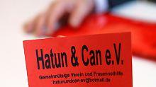 Für den Verein Hatun & Can hatte Schwarzer das Geld gespendet.