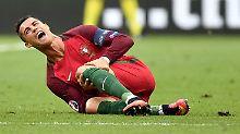 Ein Schock für Portugal: Ronaldo verletzt am Boden - wenig später muss er ausgewechselt werden.