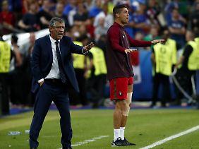 Gemeinsam mit Trainer Santos hat Ronaldo sein Team angefeuert.