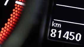 Betrug beim Gebrauchtwagenkauf: So lassen sich Tachomanipulationen entlarven