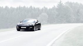Rein elektrisch fährt der Porsche Panamera mit Kreisel-Akkus bei einer Ladung 450 Kilometer.