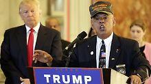 Al Badasaro (r.) trat auf Trumps Veranstaltungen auf und beriet den Präsidentschaftskandidaten in militärischen Fragen.