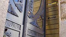 Am Eingang der Unister Firmenzentrale im Leipziger Barfußgässchen.