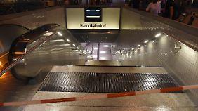 Der Hauptbahnhof wurde gesperrt - viele Reisende strandeten in und um München.