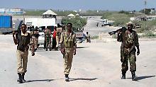 Bomben explodieren in Mogadischu: Al-Shabaab verübt Anschlag auf Flughafen
