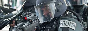 Taser und Titanhelme: Bayerische Polizei will aufrüsten
