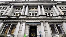 Börsianer enttäuscht: Japans Zentralbank lockert Geldpolitik weiter