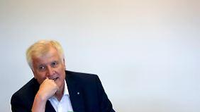 """""""Brauchen inhaltlich klare Orientierung"""": Seehofer stellt Merkel nach Wahldebakel ein Ultimatum"""