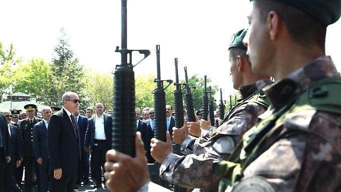 Präsident Erdogan bei einem Besuch der Spezialeinheiten der Armee in Ankara.