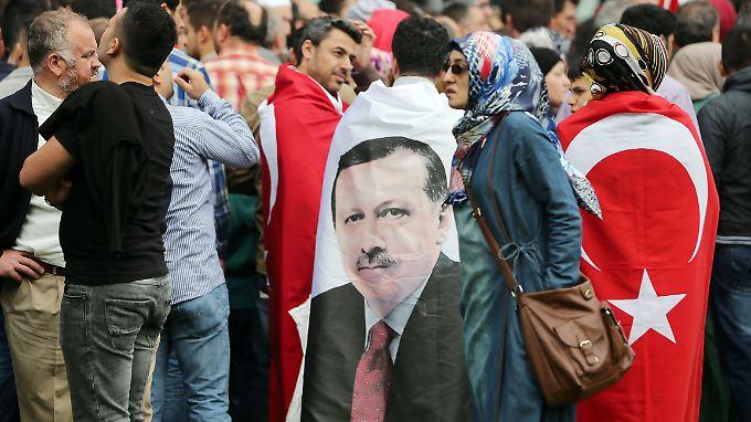 Anhänger von Recep Tayyip Erdogan bei einer Demonstration 2014 in Köln.