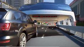 """Test mit skurrilem Gefährt: """"Autofressender"""" Megabus schwebt über Chinas Straßen"""