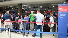 Auch am Flughafen in Rom-Fiumicino warten Delta-Kunden.