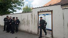 Die Polizei musste bei der Räumung des Regensburger Pfarrheims nicht aktiv eingreifen.