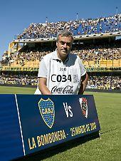 """Reinaldo Coddou in Argentinien """"bei der Arbeit""""."""