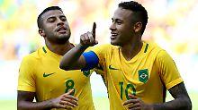 Seht her: Neymar feiert mit dem Kollegen Rafaelle.