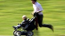 Berufstätige in Elternzeit sind nicht verpflichtet, mit Kollegen Kontakt zu halten. Haben sie Lust dazu, ist das natürlich kein Problem. Foto: Johannes Eisele