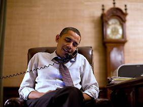Präsident Obama telefoniert mit John Boehner - wie üblich versichert man sich gegenseitig, dass man zusammenarbeiten will.