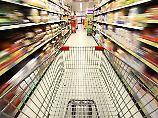 Kunden rasseln zusammen: Wer zahlt für Unfall im Supermarkt?