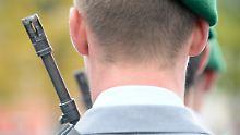 Gefahr des Missbrauchs bei Bundeswehr: Geheimdienst soll Bewerber durchleuchten