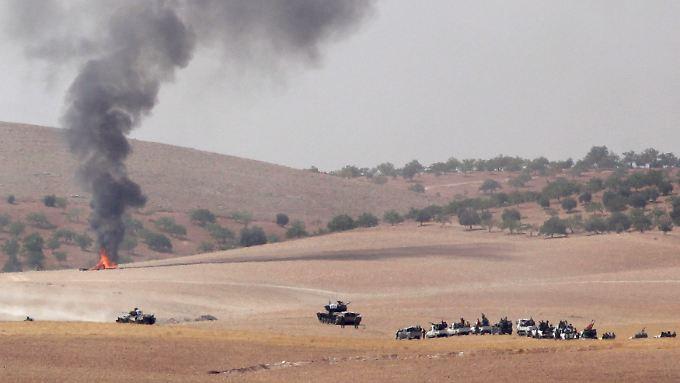 Türkische Panzer operieren auf syrischem Gebiet.