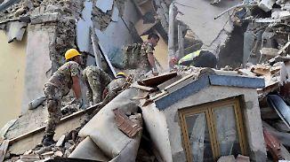 Dutzende Tote bei Erdbeben in Italien: Helfer suchen verzweifelt nach Verschütteten