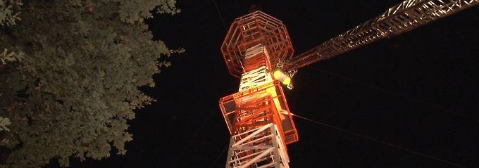 Teenager klettern auf Fernsehturm: Mutprobe löst Großeinsatz aus