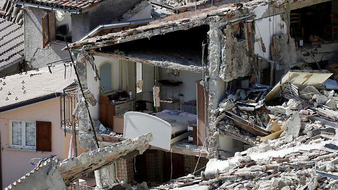 Nach Angaben der Helfer vor Ort, gibt es in  Amatrice kein Haus, das das Beben unbeschadet überstanden hat.