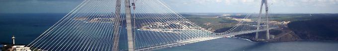Der Tag: 18:50 Erdogan weiht dritte Bosporus-Brücke ein