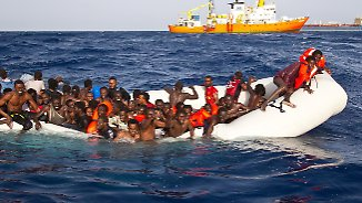 Griechenland mit Unterbringung überfordert: Italien bleibt für viele Geflüchtete das Tor zu Europa