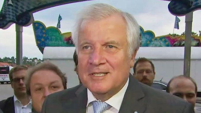 """Klärung der Personalfrage nach Sachthemen: Seehofer: Debatte über Kanzlerkandidatur Merkels ist """"dämlich"""""""