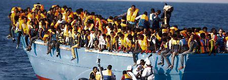 Gefährliche Reise übers Mittelmeer: Erneut 3.000 Flüchtlinge aus Seenot gerettet