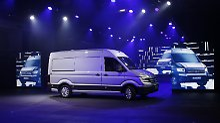 Mit viel Aufwand präsentiert Volkswagen den neuen Crafter und läutet damit den Angriff auf den Mercedes Sprinter ein.