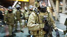 Razzien in Flüchtlingsheimen: BKA und GSG9 nehmen Terrorverdächtige fest