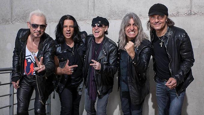 Wieder zu fünft: die Scorpions mit Mikkey Dee (2.v.r.).