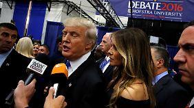 Wirklich zufrieden wirkte Trump nach der Debatte nicht.