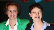 AfD-Vizechefin Beatrix von Storch (l.) stört sich nicht an den Tweets von Bettina Kudla und bietet der CDU-Abgeordneten einen Parteiwechsel an.