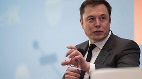 Tesla-Chef Elon Musk fürchtet, künstliche Intelligenz könnte den Menschen bald ausstechen - wenn dieser sein Gehirn nicht verbessert.