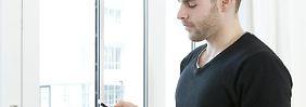 Berufstätige schalten am Feierabend besser ab, wenn sie sich smartphonefreie Zeiten verordnen. Foto:Monique Wüstenhagen